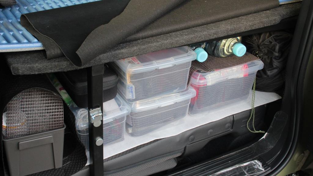 車中泊装備品の収納
