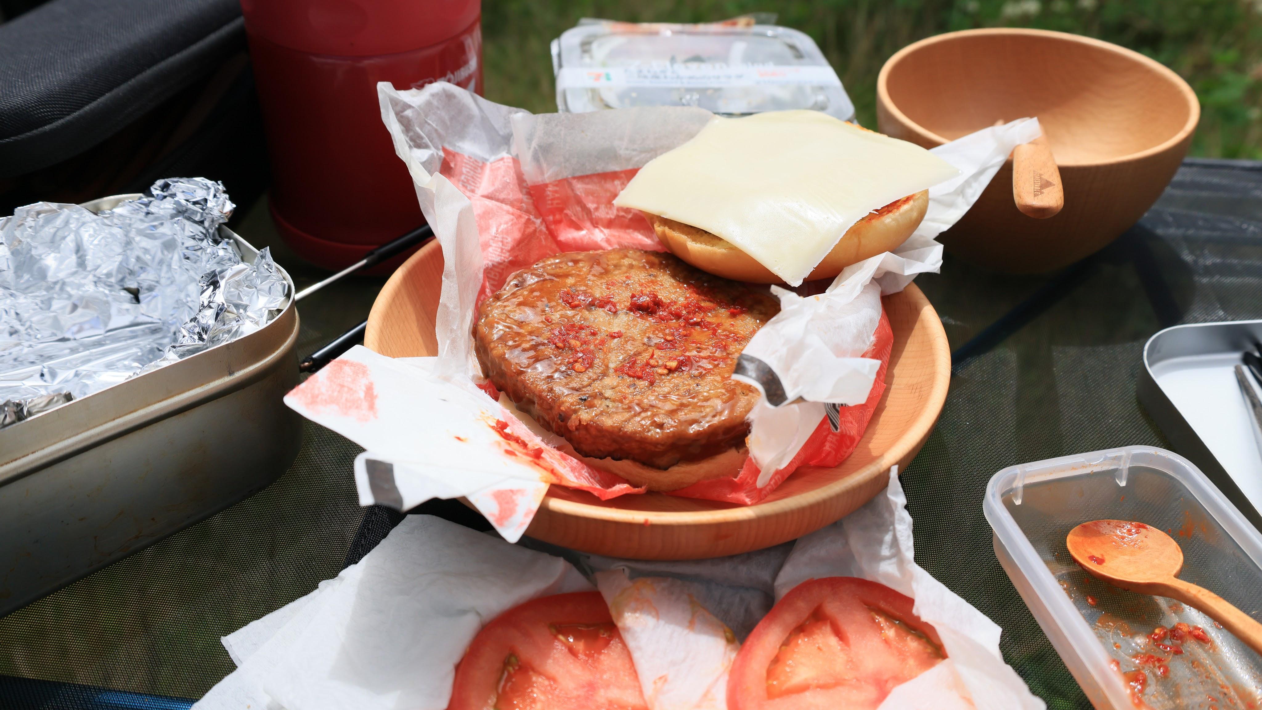 てりやきハンバーガーとスライスチーズ