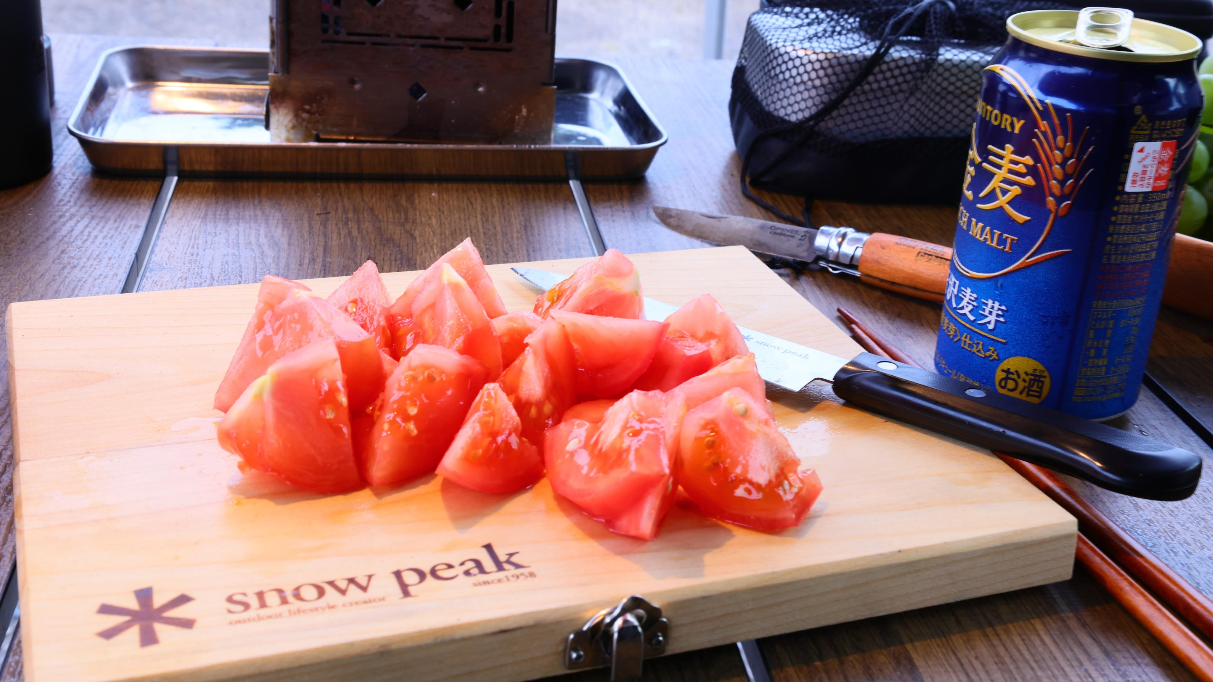 ぶつ切りトマト
